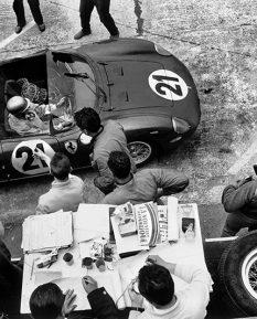 Ferrari-275P-Mike-Parkes-Ludovico-Scarfiotti-Le-Mans-1964